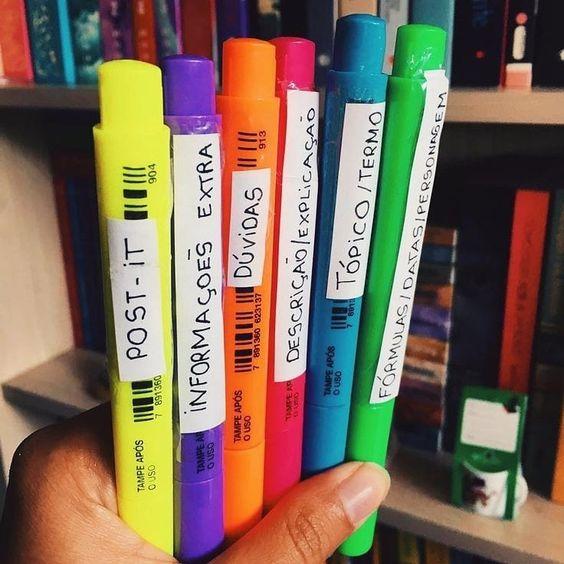 Marca textos coloridos etiquetados de acordo com o que representa cada cor.