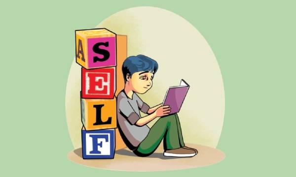 """ilustração de um menino sentado lendo um livro ao lado de blocos onde se lê """"self"""", sozinho representando o aprendizado autodirigido."""