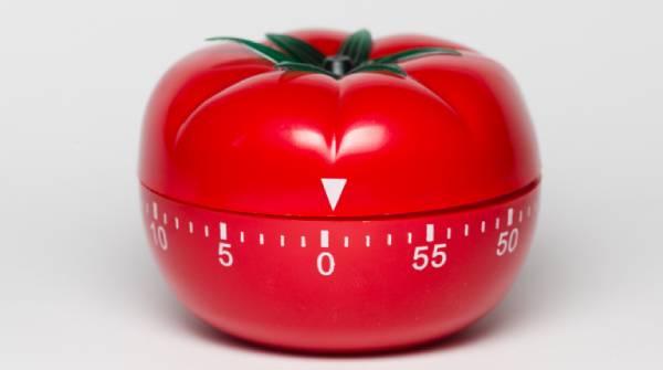Foto de um timer/relógio em formato de tomate.